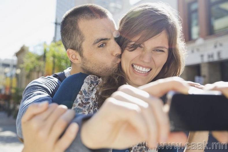 Хамтдаа зураг авахуулах нь тэдний хувьд хэмжээлшгүй их аз жаргал.