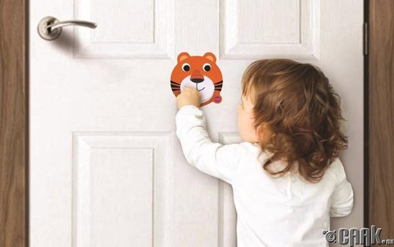 Хаалга тогшиж орох