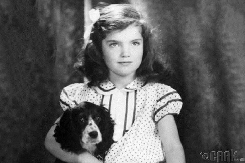 Жакие болон түүний нохой