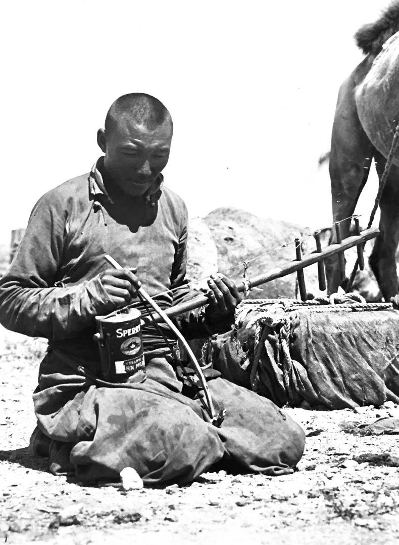 Махны лаазаар хуучир хийн тоглож буй эр - 1918 он