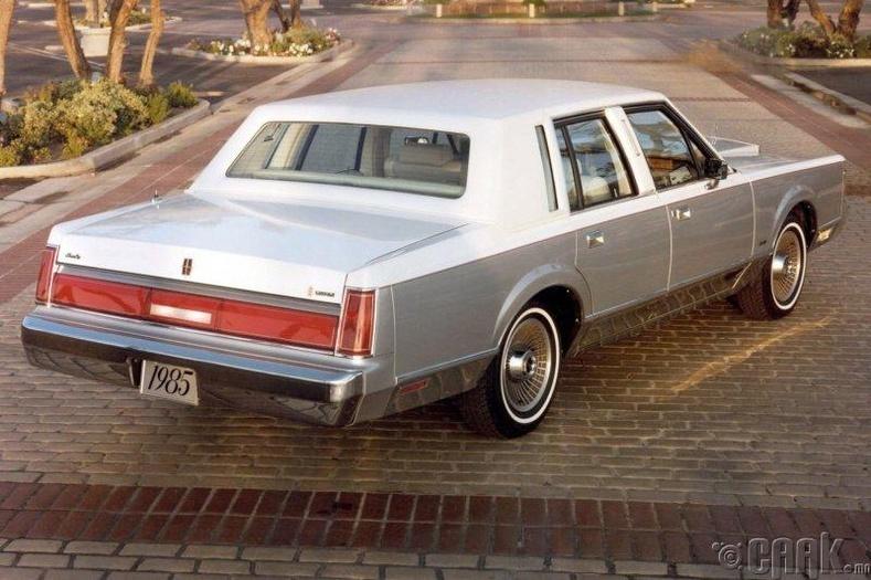 "Чет Билайл, ""Lincoln Town Car"""