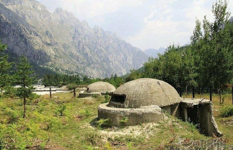 Албанийн Альпын нуруунд байрлах Дот нууц байр