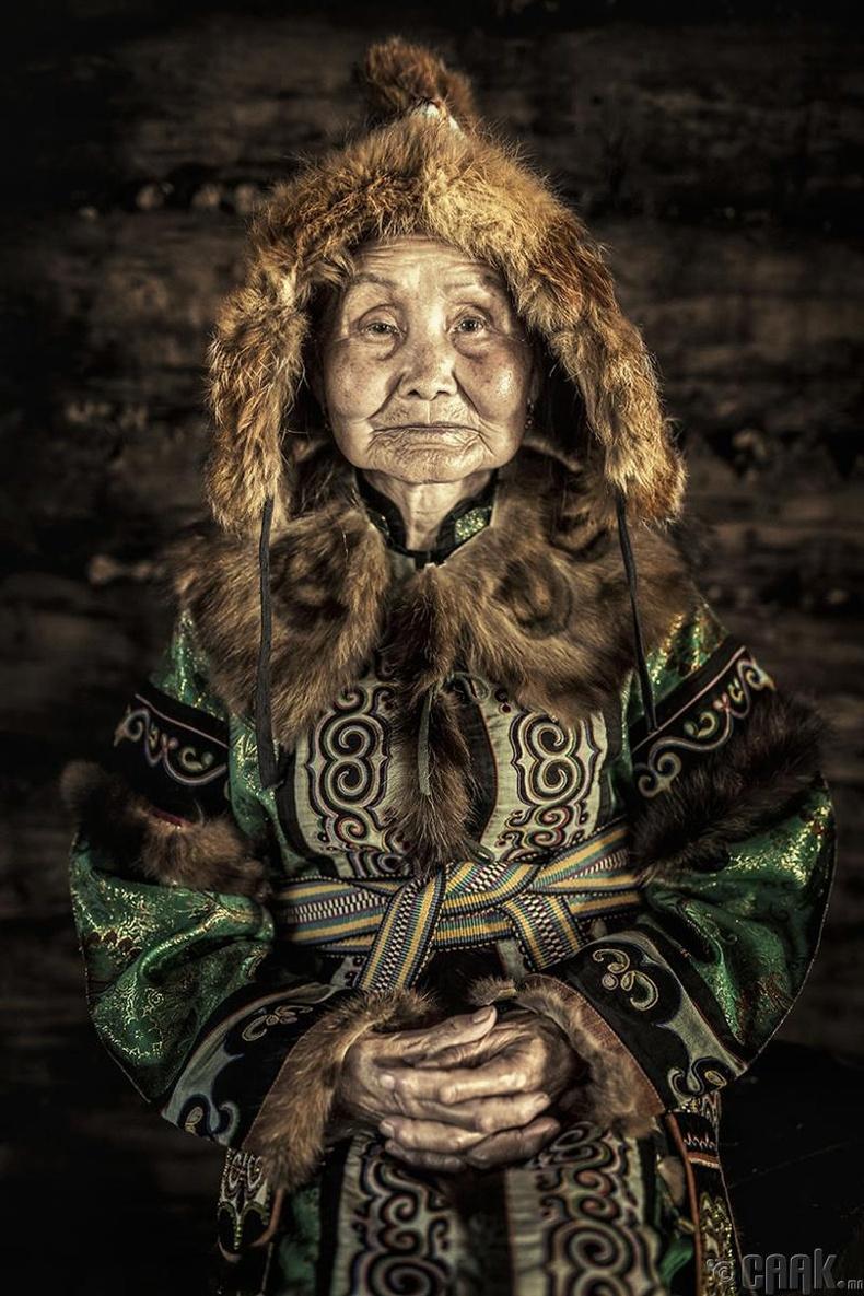 Амур голын эргээр нутаглах ульчи эмээ