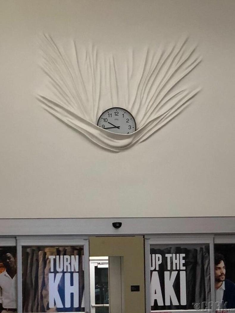 """""""Унаж буй цаг ханын цаасан дээр тогтсон нь"""""""