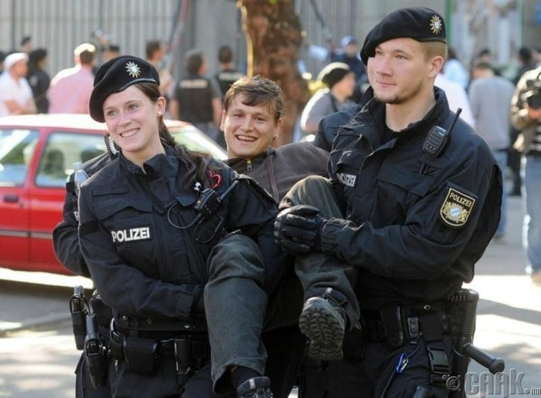 Герман цагдаа нар өндөр боловсролтой