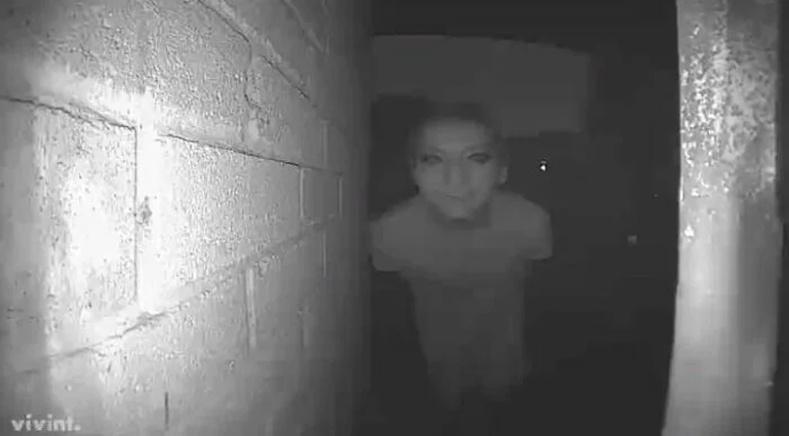 Шөнө манай хаалган дээр ийм хүн иржээ