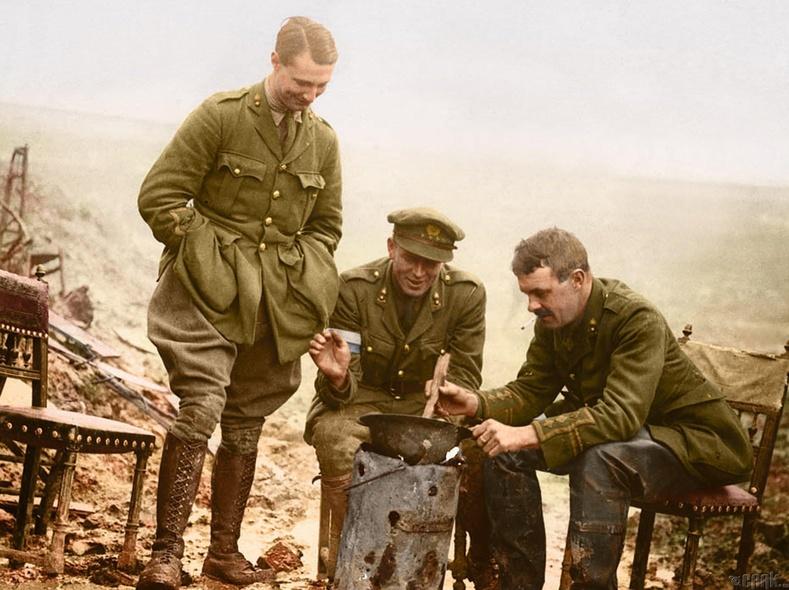 Соммегийн тулааны үеэр дуулгандаа хоол хийж байгаа нь, 1916 он