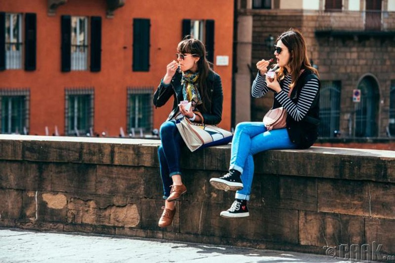 Италийн Флоренц хотод гудамжинд хоол идвэл 570 доллар хүртэлх торгууль төлнө