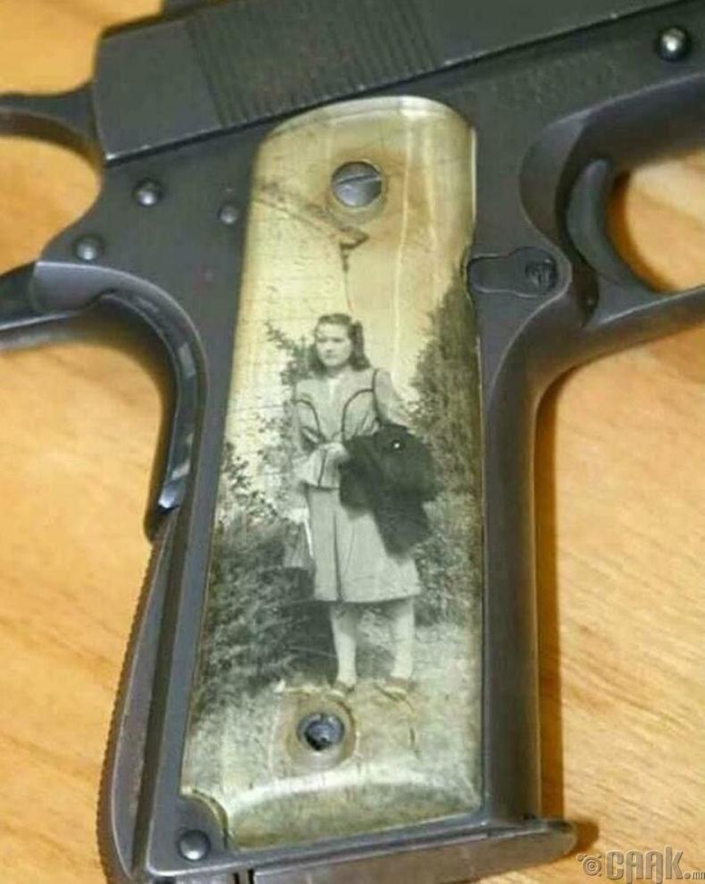 2-р дайны үед цэргүүд хайртай хүмүүсийнхээ зургаар зэвсгээ чимэглэдэг байв.
