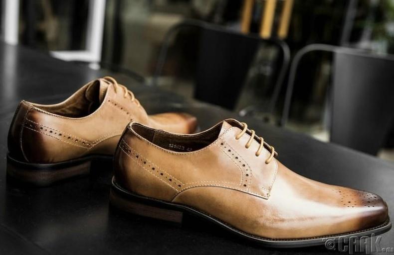Эрэгтэй гуталд яагаад нүх хэрэгтэй вэ?