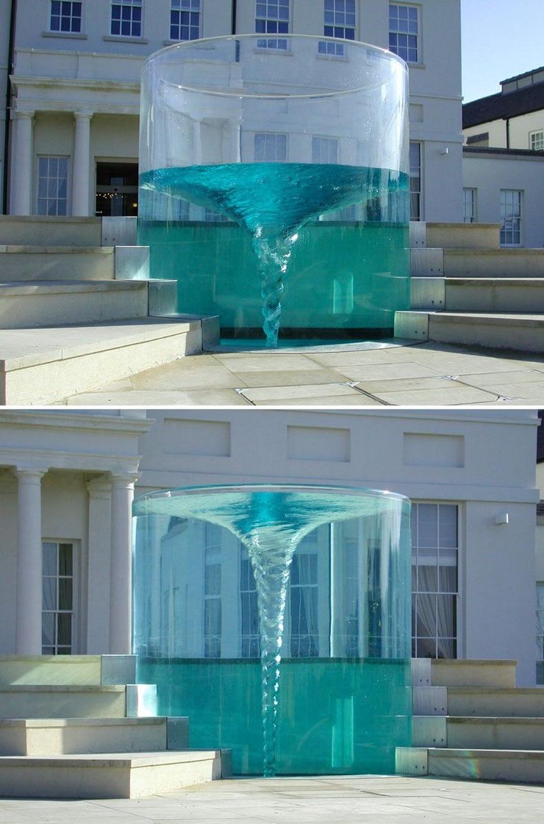 """""""Charybdis"""" эргүүлэгт хэлбэрт усан оргилуур - Сандерлэнд, Их Британи"""