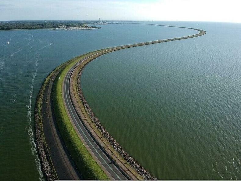 30 км үргэлжлэх Hautribdijk далан, Нидерланд