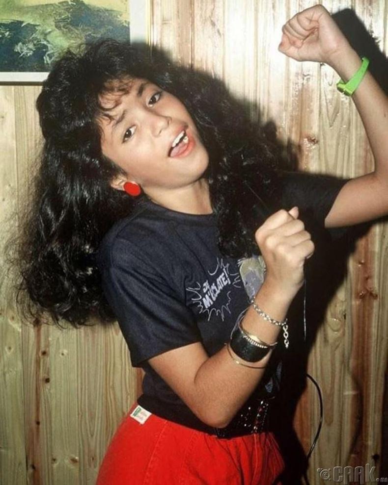 Колумбын алдарт дуучин Шакира (Shakira) ийм охин байжээ...