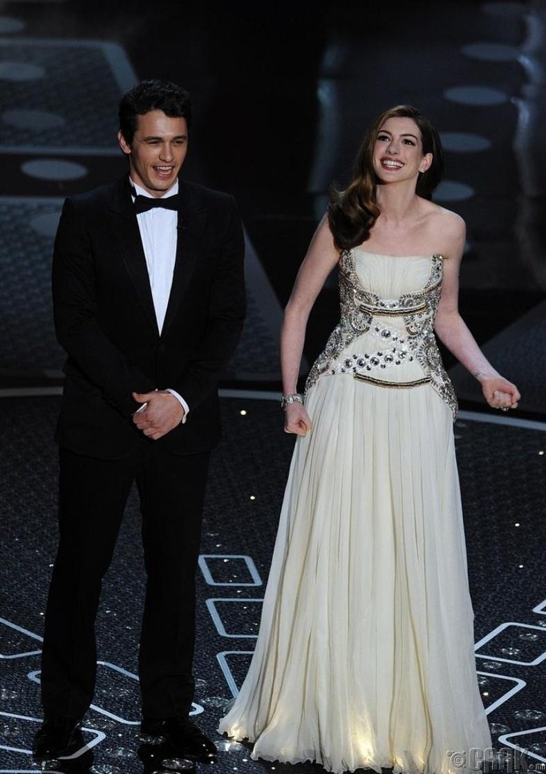 Азгүй хөтлөгчид - Жеймс Франко  (James Franco) болон Энн Хэтэуэй (Anne Hathaway)