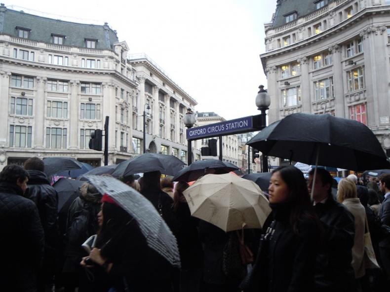 Жил бүр Лондоны метронд 80 мянган шүхэр мартдаг