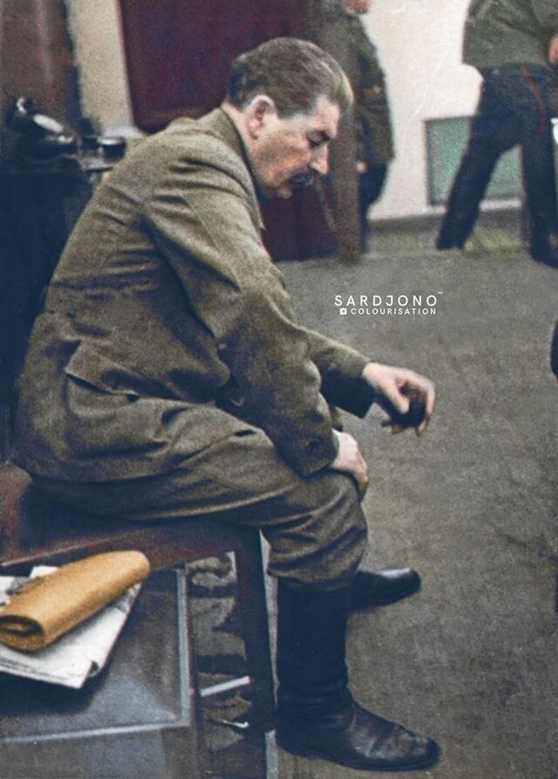 Германы арми Зөвлөлт рүү халдсан тухай мэдээллийг сонссон Сталин, 1941 оны 6-р сарын 22-ны өглөөний 4:31 цагт