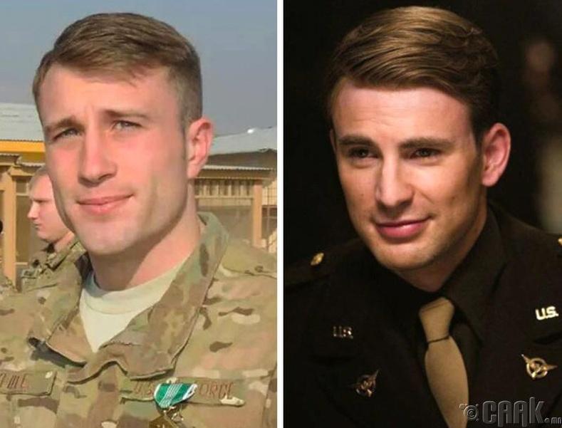 """""""Ахмад Америк"""" Крис Эвансын """"төөрсөн ихэр"""" нь ч гэсэн цэргийн амьдралыг сонгожээ"""