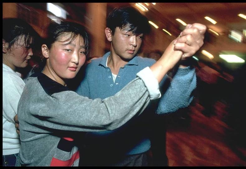 Нийтийн бүжиг - Улаанбаатар, 1990