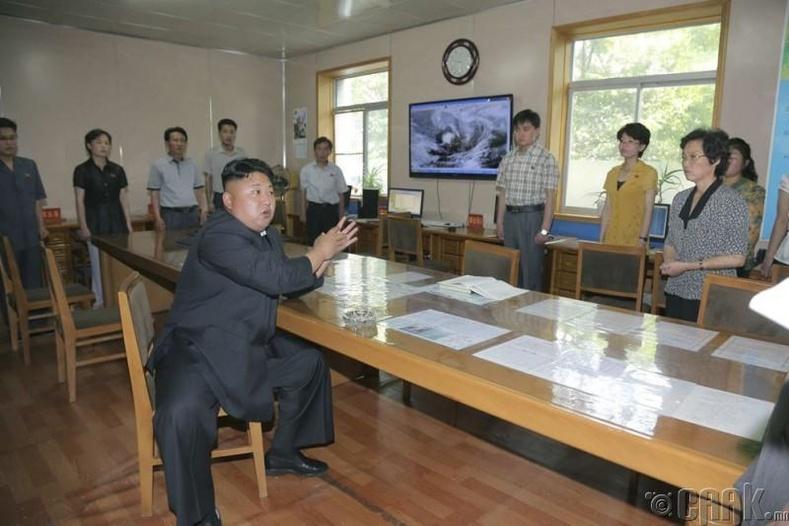 Пхеньян дахь Ус цаг уурын албанд зааварчилгаа өгсөн нь, 2014 оны 6 сарын 10