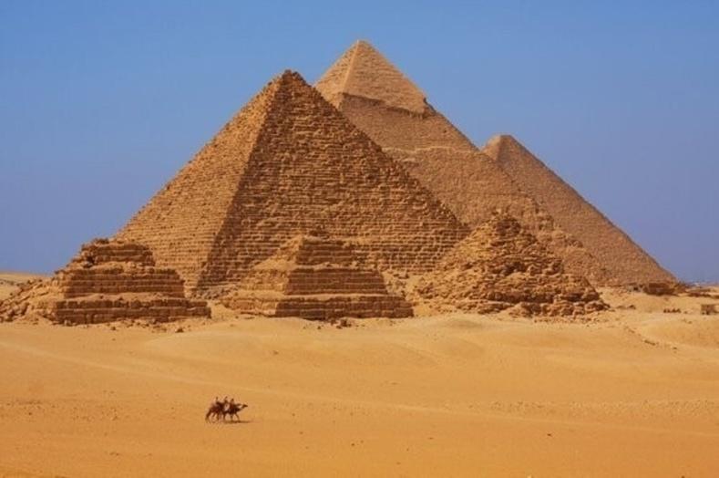 Эртний Ромчууд Египетийн пирамид баригдах үеэс илүү өнөөгийн бидэнтэй цаг хугацааны хувьд ойр амьдарч байсан
