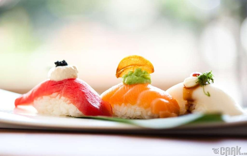 1700 оны сүүлчээр суши болон бидний дуртай хачиртай талх бараг л зэрэг гарч ирсэн.