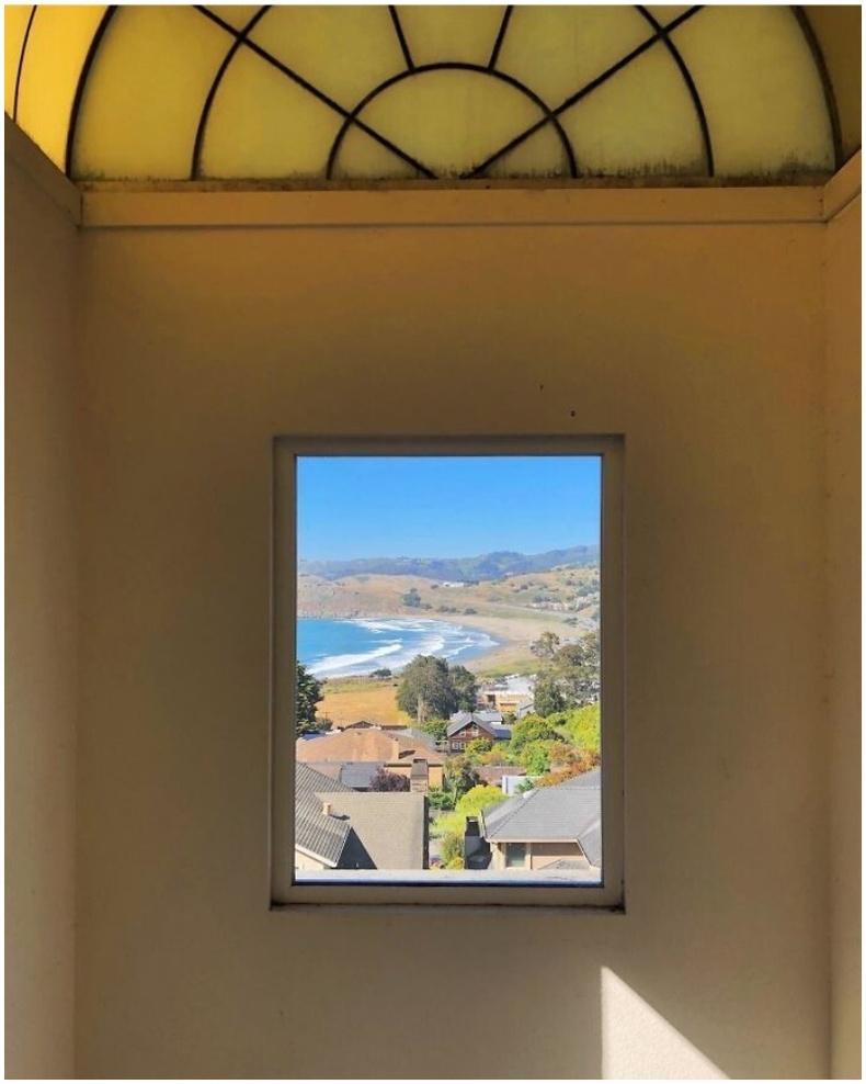 """""""Түрээсийн байшингийн маань цонхоор уран зураг шиг байгаль харагддаг."""""""