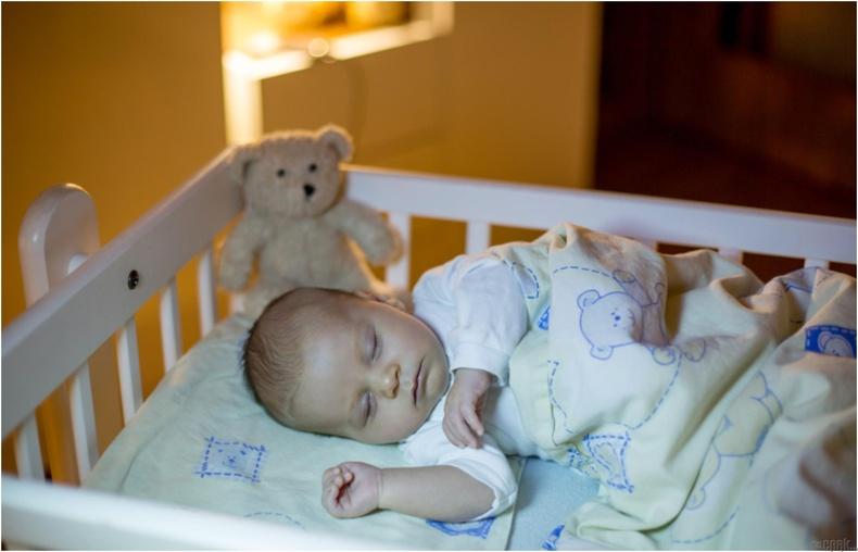 Гэрэл ашиглан хүүхдэд өдөр, шөнийг ялгахад туслах