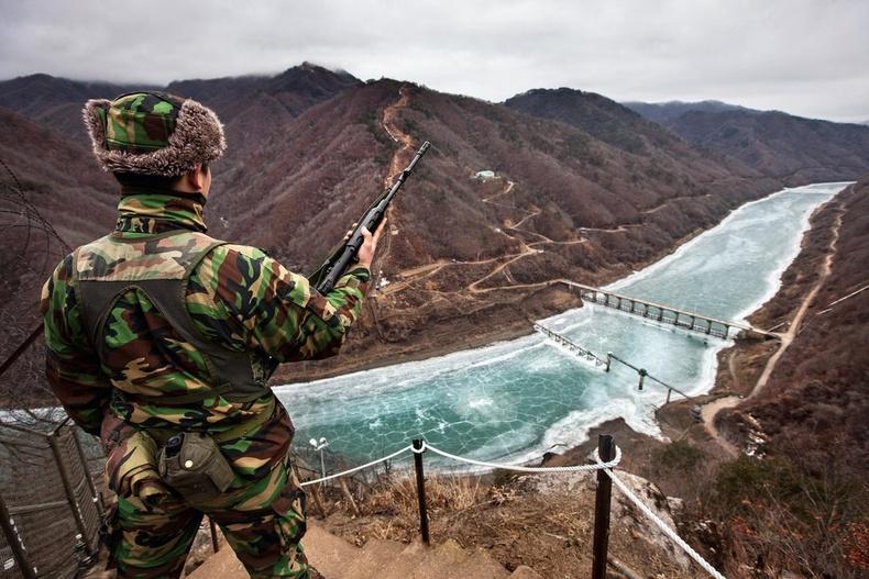 Өмнөд Солонгосын хилийн цэрэг Хан мөрөн орчмын манаанд