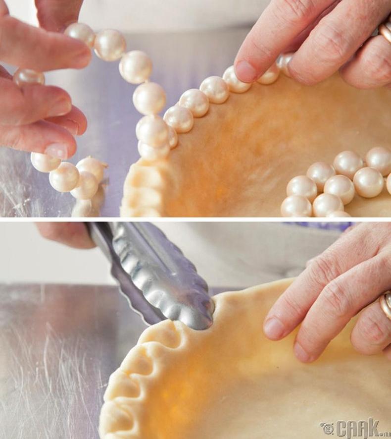 Гэртээ хийсэн бялуугаа та сувд, үйсэн бөглөө гэх мэт төрөл бүрийн зүйлсээр чимэглэх боломжтой