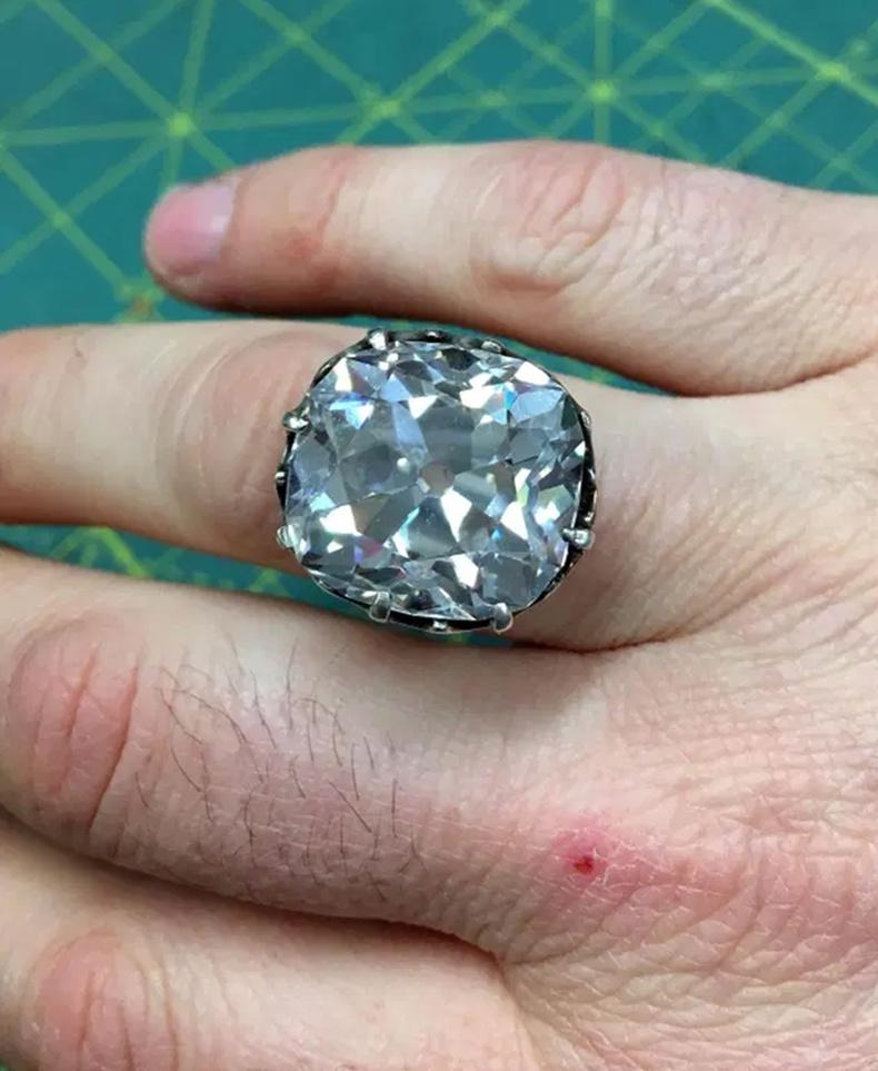 Алмаазан бөгж - 607 мянган ам.доллар