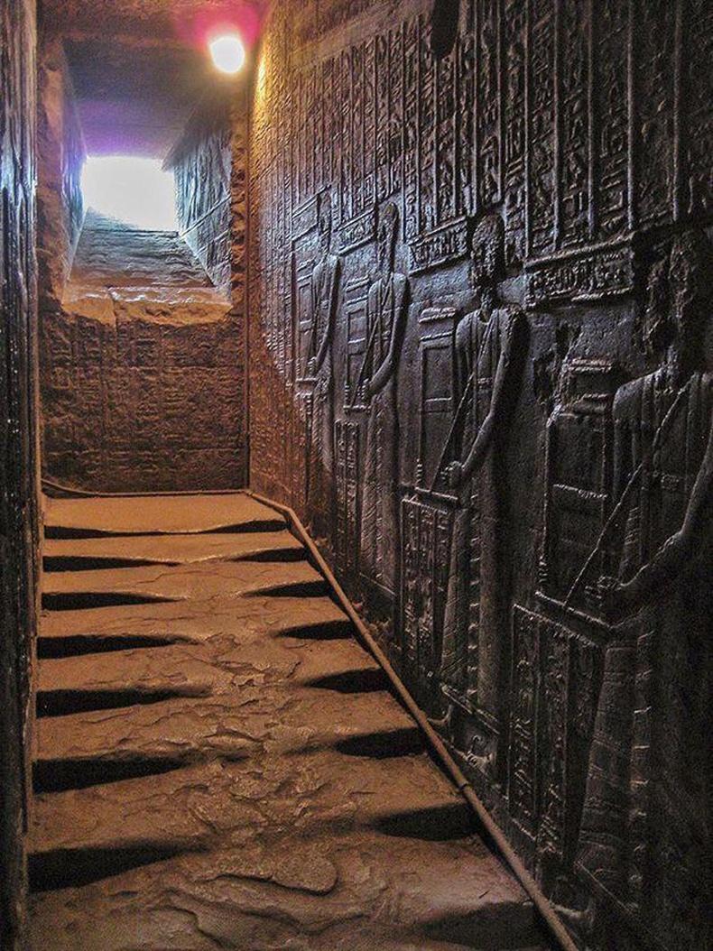 2300 жилийн өмнө баригдсан Египетийн нэгэн сүмийн шат