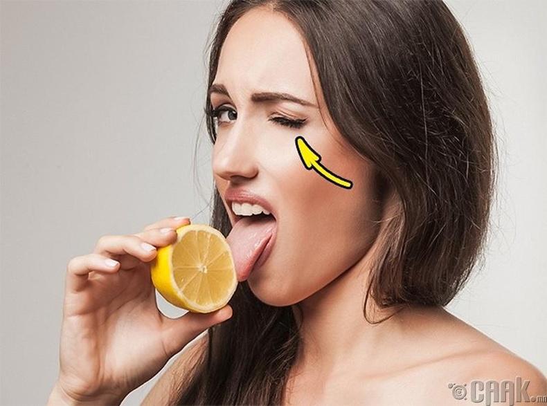 Лимон идэхэд яагаад нүдээ аньдаг вэ?