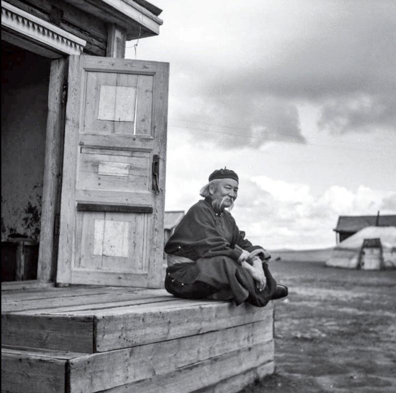 Соён гэгээрүүлэгч Бямбын Ринчен Хэнтий аймгийн Мөрөн суманд. 1957 он.