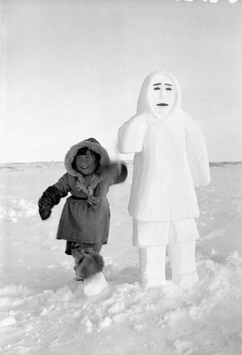 Эскимо охин цасан хүний дэргэд - Канад, 1961