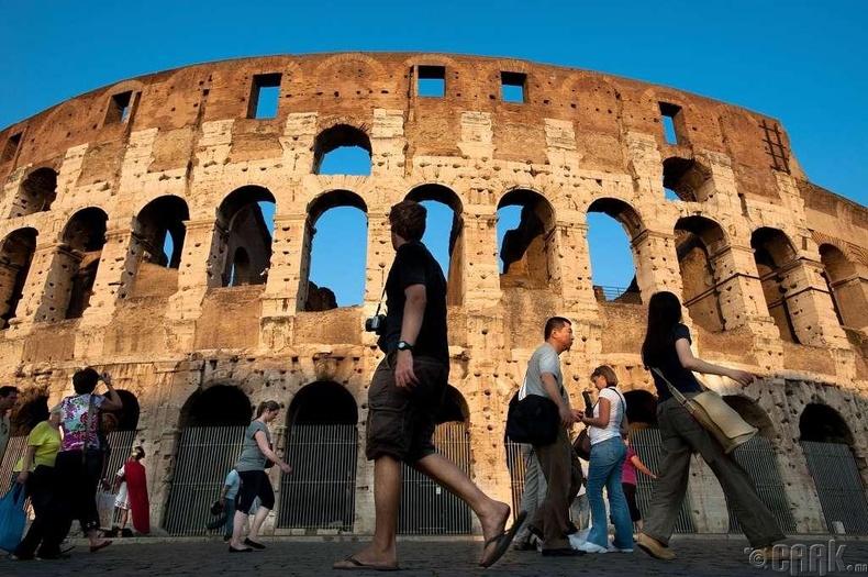 МЭ 80 онд Ромын Колизей нээлтээ хийж байхад Библи судар бичигдэж дуусчээ.