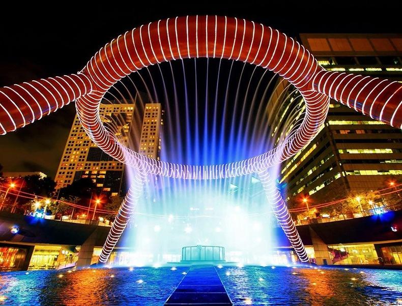"""""""Эд баялгийн оргилуур"""" - Сантек-Сити, Сингапур"""