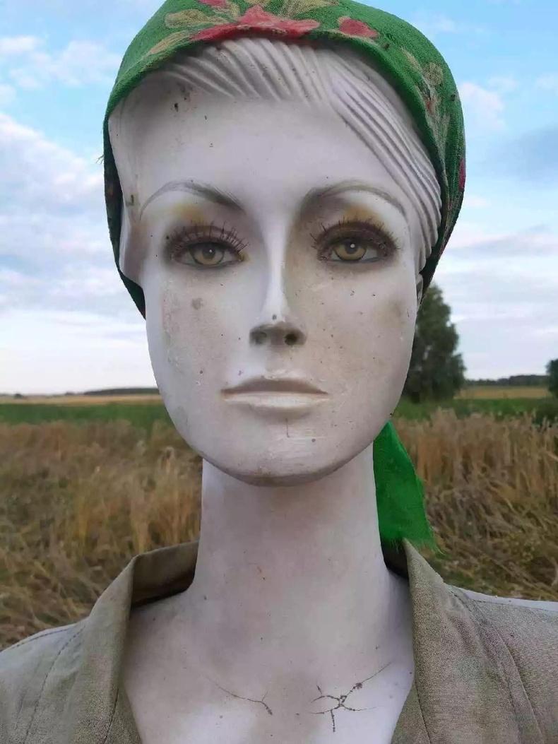 Беларусьт хаягдсан манекенийг тариан талбайн мануухай болгох нь элбэг