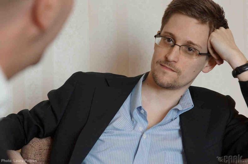 Тагнуулын албаны ажилтан асан Эдвард Сноуден -  АНУ-аас Орос руу дүрвэжээ