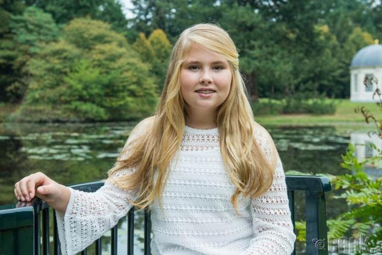 Катарина Амалиа (Catharina Amalia) - Голланд, 13 настай