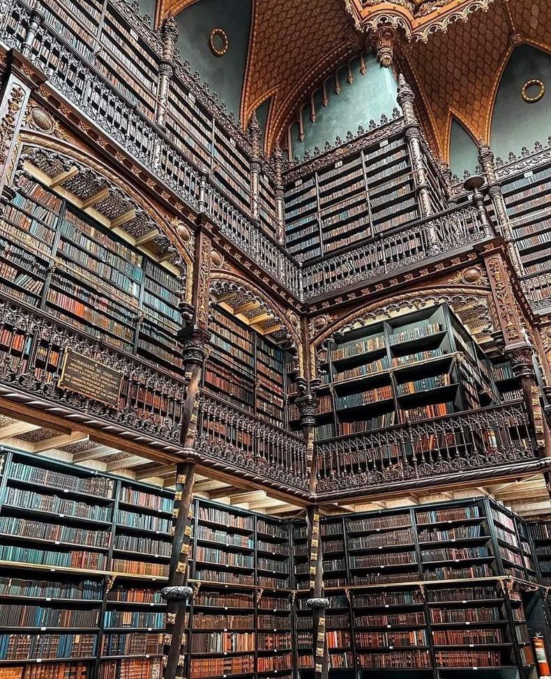 Бразилын Рио-де-Жанейро хотод байдаг Португалийн хааны нэрэмжит номын сан