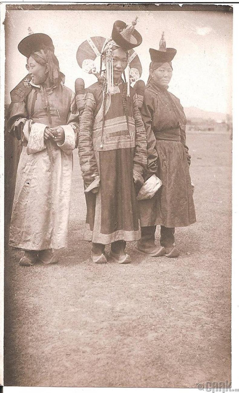 Хүрээ бүсгүйчүүд - 1925 он