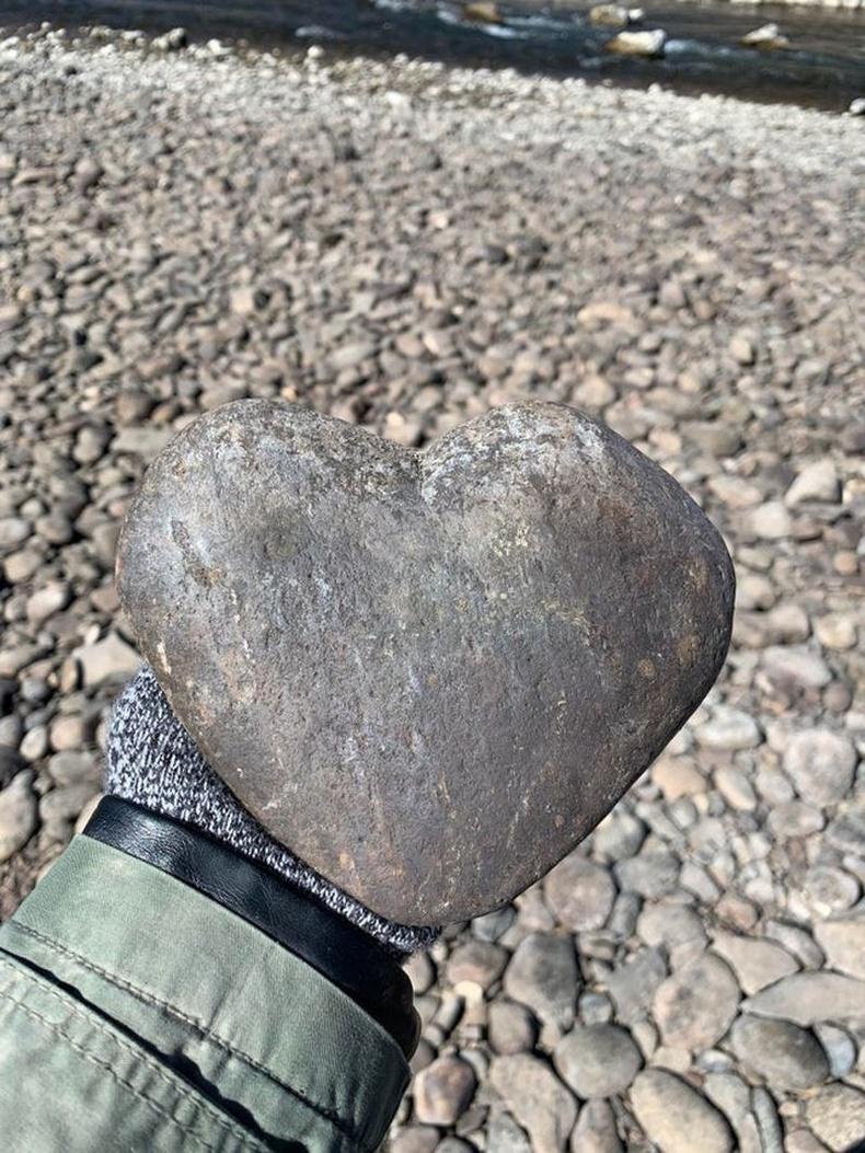 Аварга зүрхэн чулуу