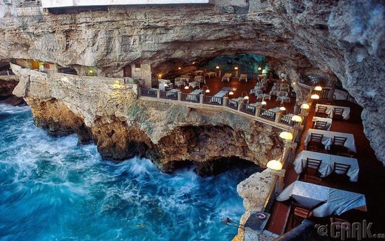 """Grotta Palazzese"" - Бари, Итали"