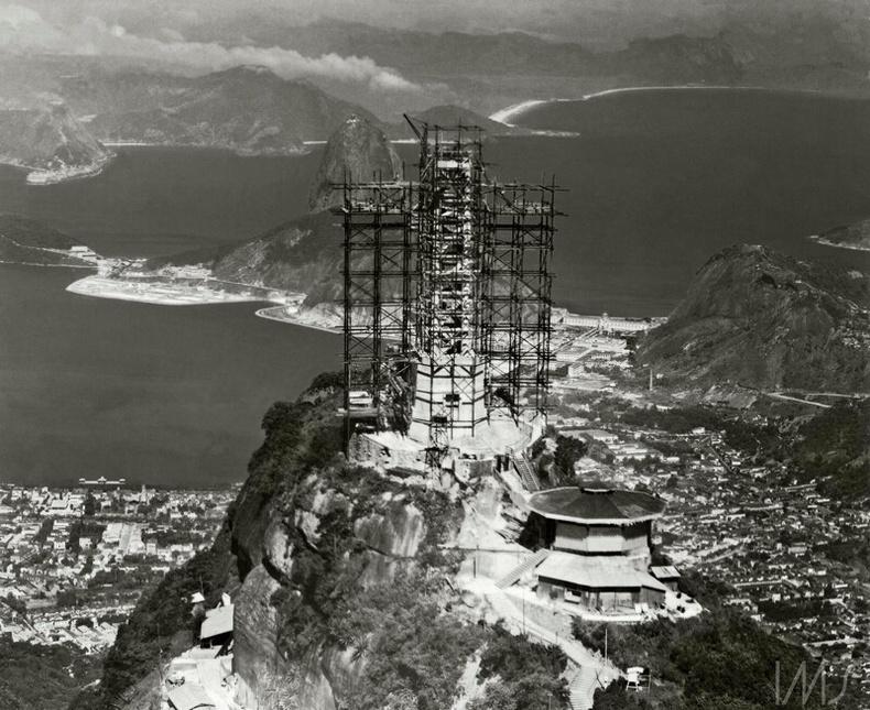 Аврагч Христийн хөшөөг барьж буй нь - Рио де Жанейро, Бразил, 1931