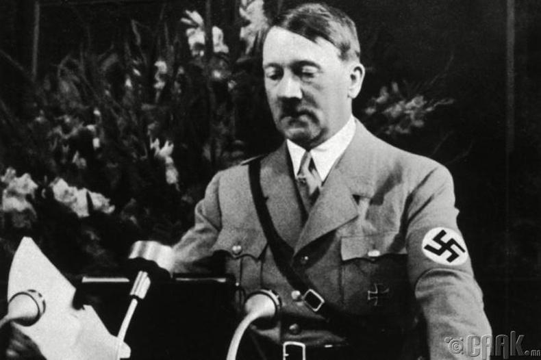 Наполеоны алдааг давтсан Гитлер