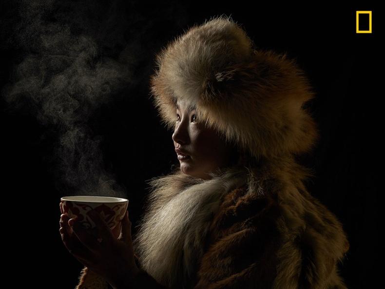 """""""National Geographic""""-ын оны шилдэг гэрэл зургаар монгол охины хөрөг шалгарчээ"""