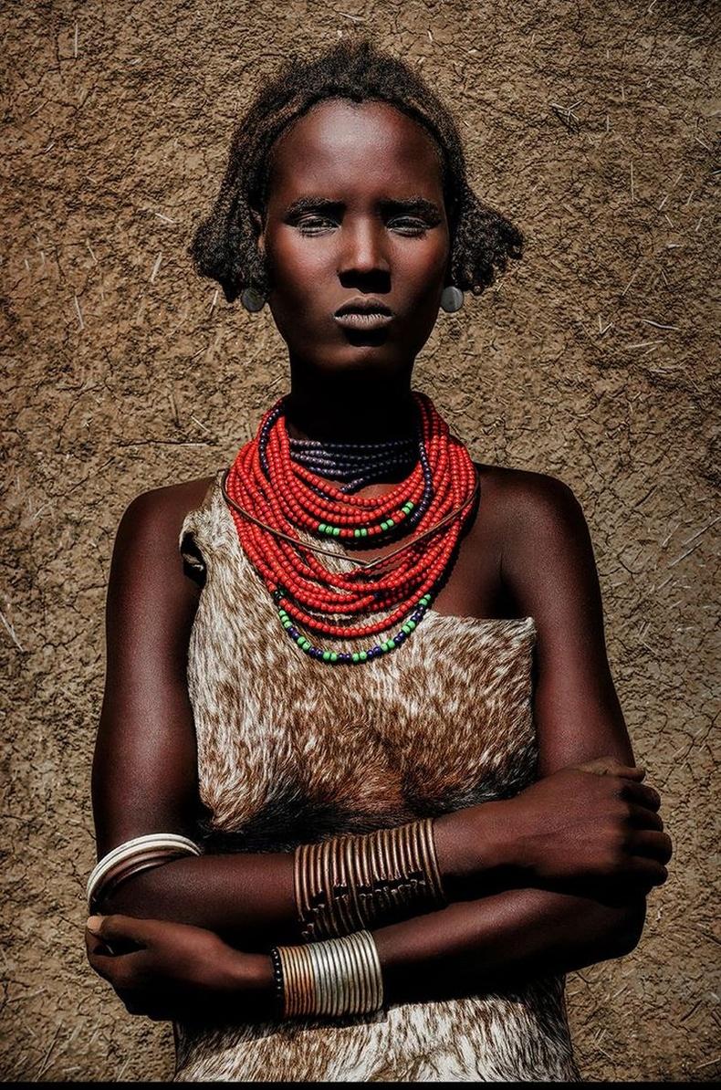 Дасаана омгийн залуу бүсгүй, Этиоп