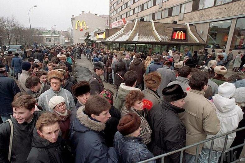 Макдоналдс сүлжээний нээлтийн үеэр