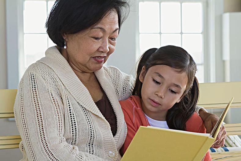 Хүүхдүүд эмээтэйгээ сайн харилцаатай байх нь маш чухал!