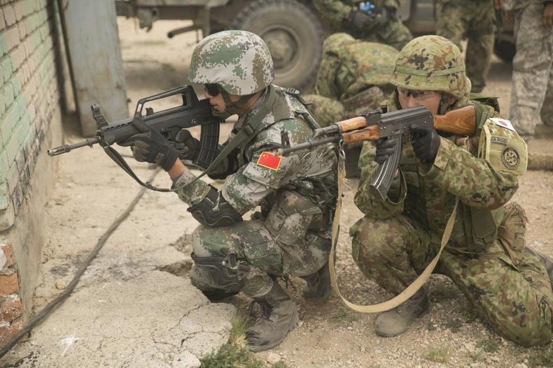 """Японы батлан хамгаалах хүчин болон Хятадын Ардын чөлөөлөх армийн хуурай газрын хүчний цэргүүд """"Хааны эрэлд"""" сургуулилалтын үеэр"""